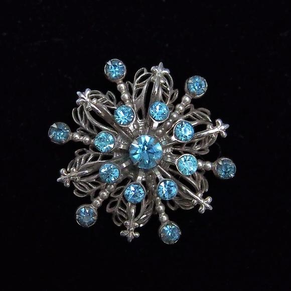 Vintage Jewelry - Topaz Crystal Fleur de lis Accent Filigree Brooch